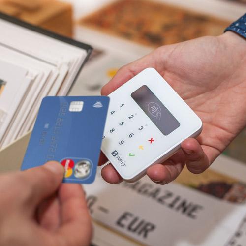 I lettori di carte portatili possono accettare pagamenti ovunque