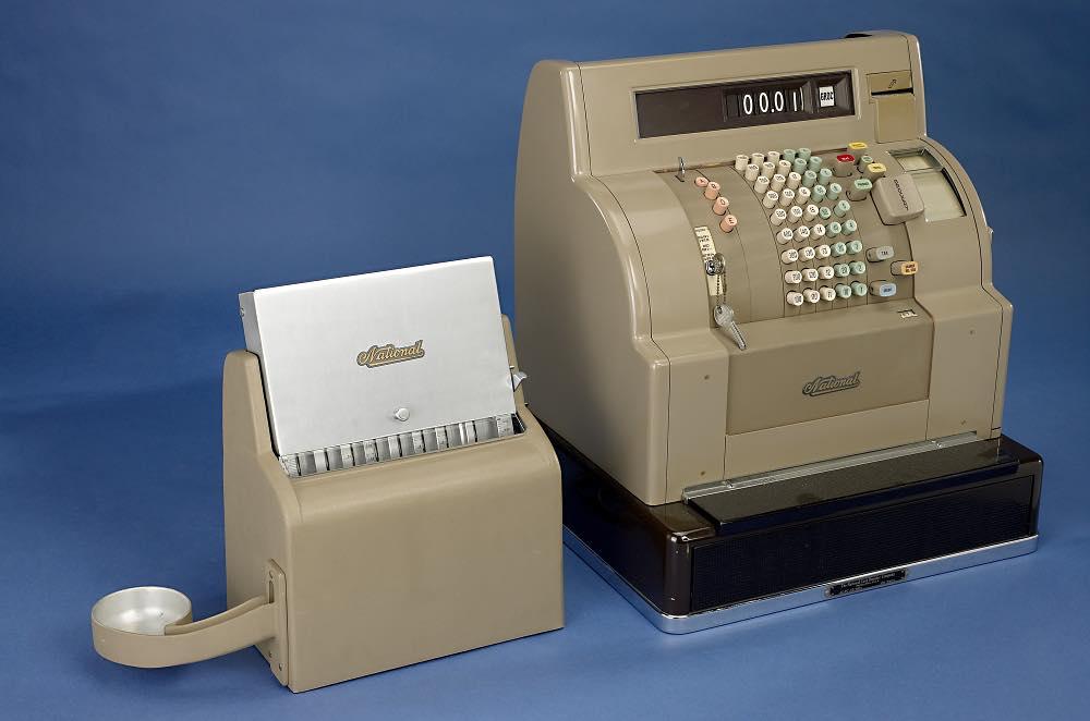 NCR iniziò a produrre registratori di cassa elettronici