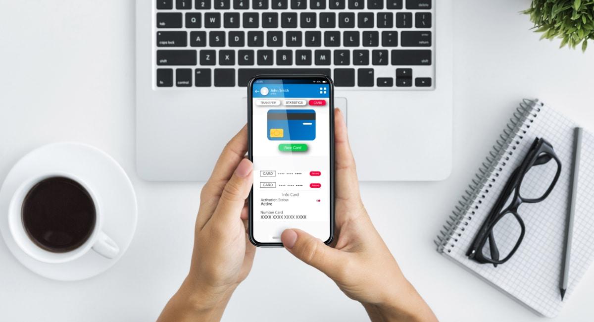Il conto può essere gestito sia da computer sia da smartphone, tramite app mobile