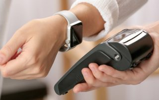 Pagamento contactless con smart watch