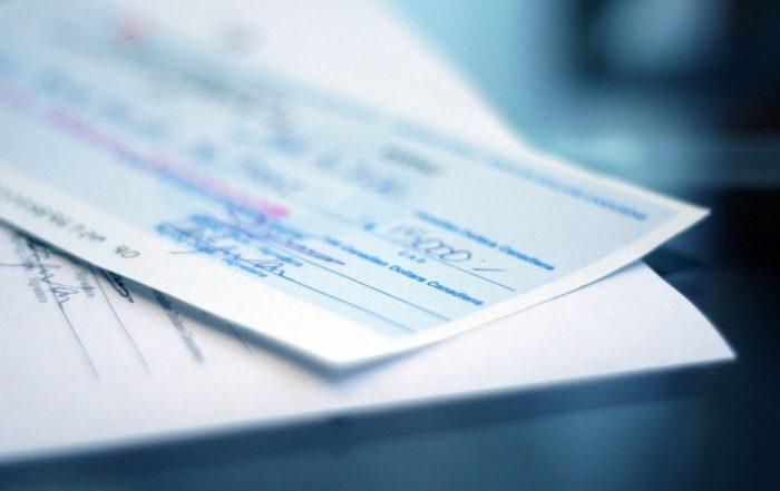 Guida al versamento di assegni su conti correnti online